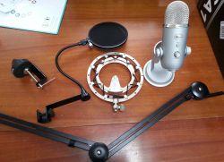 Mikrofon Blue Yeti wraz z akcesoriami przed złożeniem